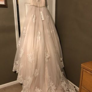 Never Worn Wedding Dress!